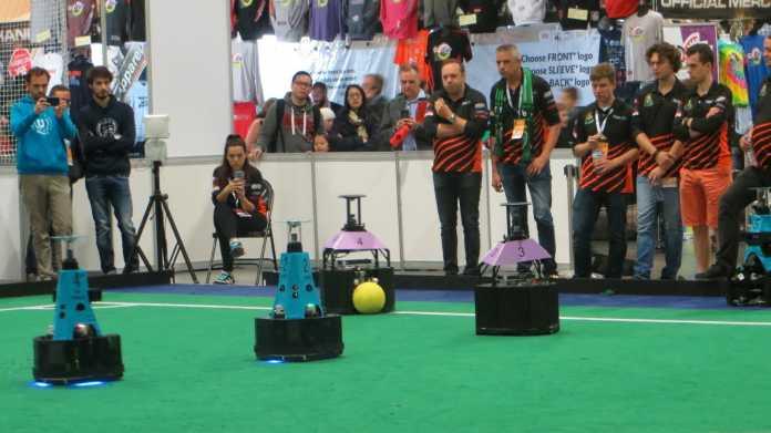 RoboCup-WM: Neue Bewegungsformen der Roboter erhöhen die Ballbeherrschung