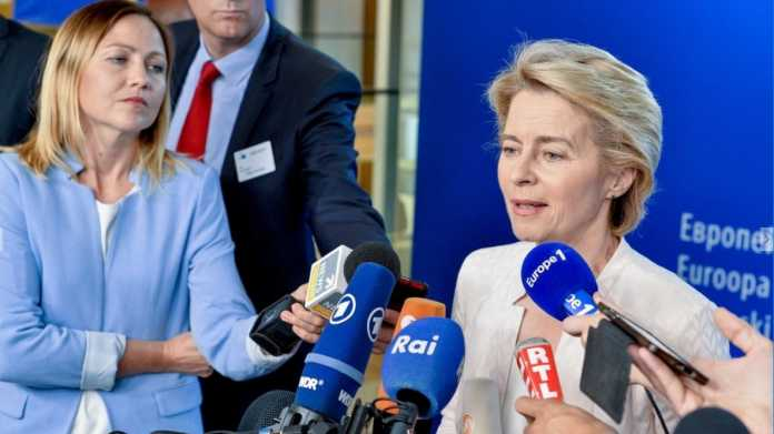 EU-Kommission: von der Leyen bleibt bei Massenüberwachung und Urheberrecht auf Kurs
