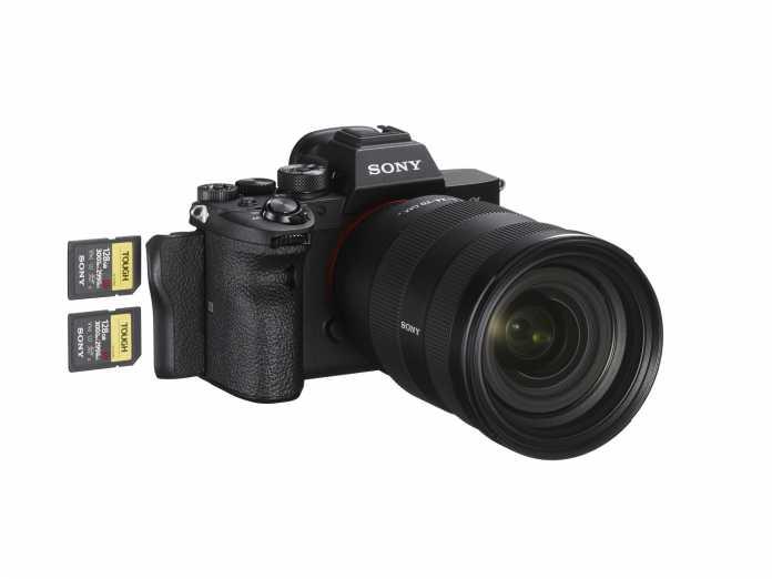Auf dieses Feature dürften viele Fotografen gewartet haben: Beide SD-Kartenslots der A7R IV sind UHS-II-kompatibel.