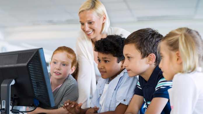 Digitalpakt: Unternehmer Klaus Fischer will Digitalisierung der Schulen vorantreiben