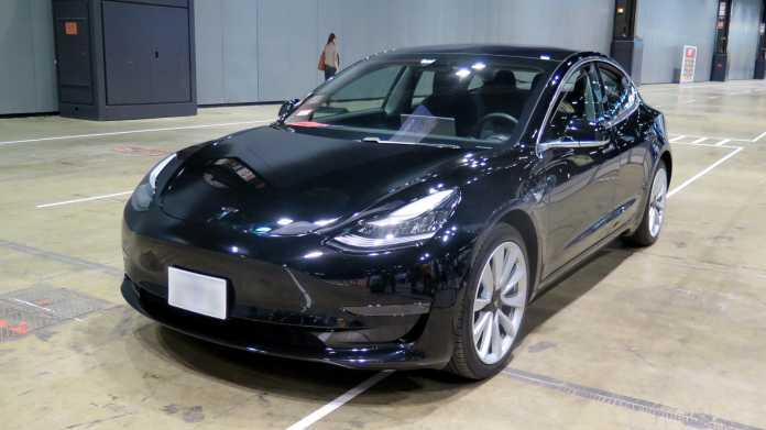Schwarzes Tesla Model 3