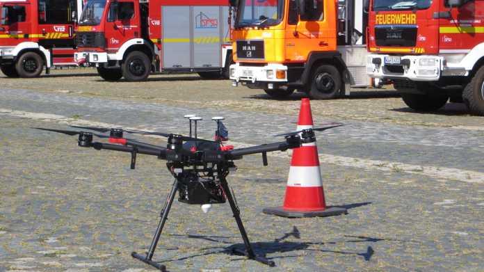 Rettungsroboter: Fliegend Gebäudeschäden dokumentieren und unter Geröllhaufen kriechen