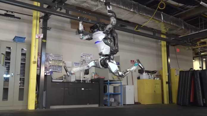 Boston Dynamics: Roboter Atlas kann Handstand und Vorwärtsrolle