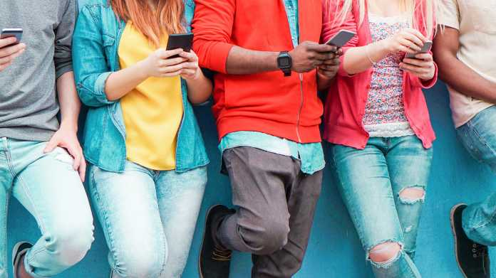 Fast 100 Prozent der Jüngeren sind jeden Tag online