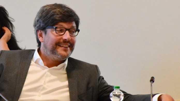 Berlins Justizsenator Dirk Behrendt geht nicht von einem gezielten Emotet-Angriff aufs Kammergericht aus, musste sich viele kritische Fragen von Abgeordneten anhören.