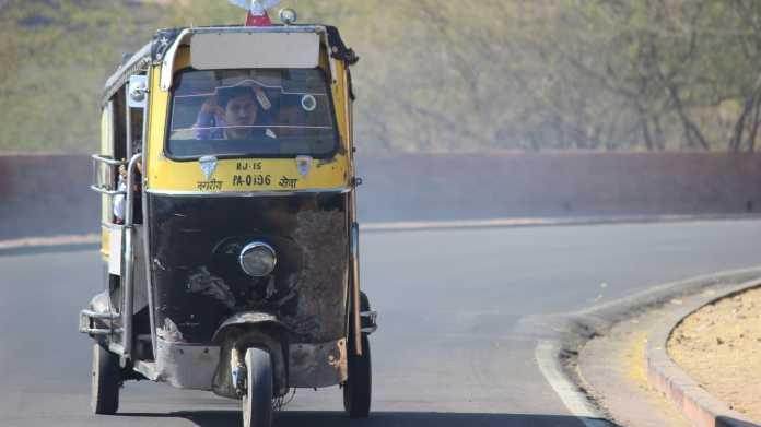 Elektro-Rikschas: Indiens chaotischer Weg in die E-Mobilität