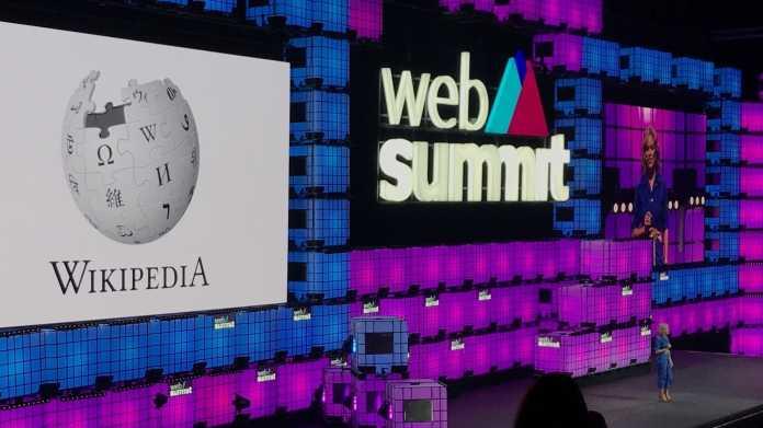 Katherine Maher auf der WebSummit Bühne
