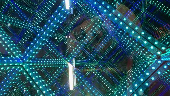 Mit ESP32: Neopixel-Streifen ansteuern im 3D-Unendlichkeitsspiegel