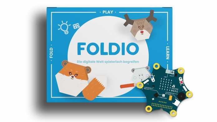 Blaue Papppackung von Foldio, davor ein sternförmiger Mikrocontroller.