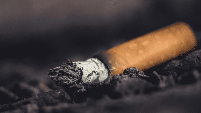 Zigarettenpause von Arbeitern des Samsung-Werks in Suzhou (Bild: China Labor Watch)