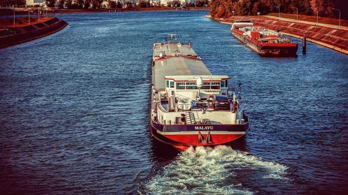 Klimabilanz der Schifffahrt: Mehr Stromtankstellen an Kanälen geplant