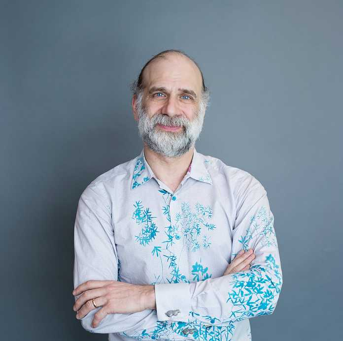 """Bruce Schneier ergänzt die secIT 2020 um die Abschluss-Keynote und die """"""""secIT Expert Lounge: Cyberwar und Schutzkonzepte – Bruce Schneier über die IT-Sicherheit der Zukunft""""."""