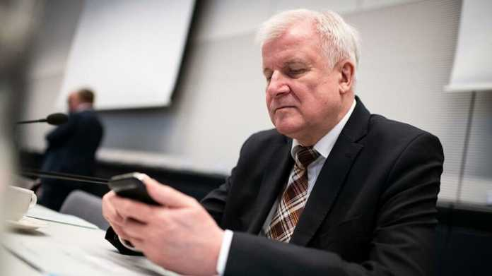 Informationsfreiheit: FragDenStaat verklagt Seehofer auf E-Mail-Herausgabe