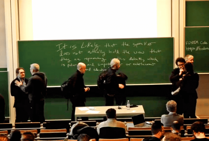 Keine tumultartigen Szenen: Weitgehend einig waren sich die Teilnehmer in einer Podiumsdiskussion darüber, dass die Definition von Open-Source-Software und deren vier Freiheitsdimensionen noch zeitgemäß ist.