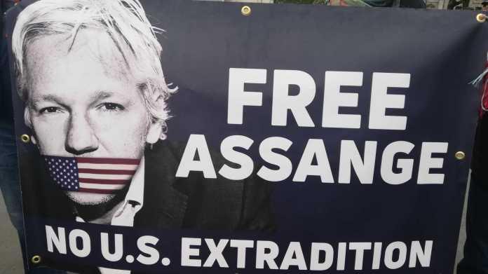 """Politiker, Künstler und Journalisten fordern, """"Assange freilassen"""""""