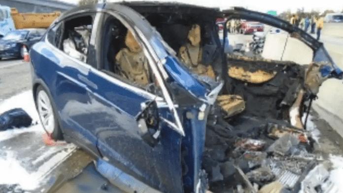 Tödlicher Crash mit Tesla-Autopilot: US-Verkehrssicherheitsbehörde kritisiert Apple