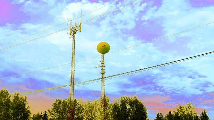 Masten mit Antennen, u.a. für Mobilfunk und Richtfunk