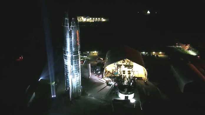 SpaceX zeigt stählernes Sternenschiff