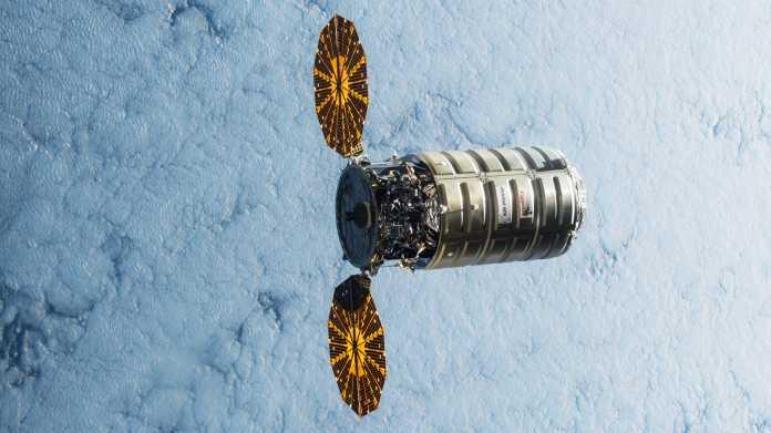 Raumfrachter Cygnus, darunter dichte Wolkendecke