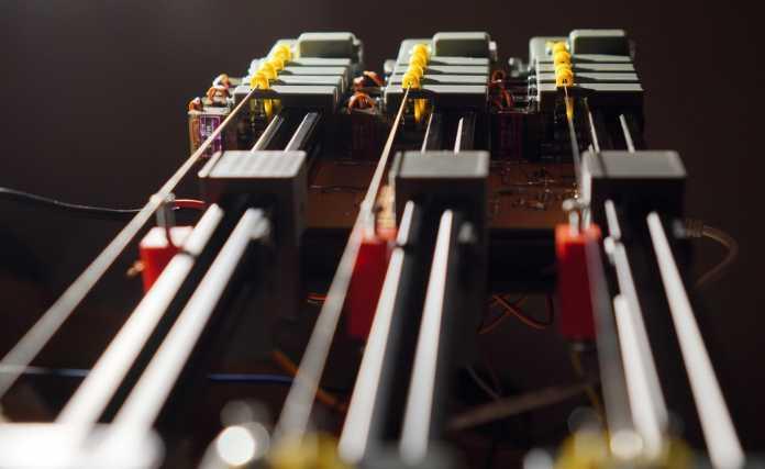 Greg's Harp: Elektromechanisches Saiteninstrument