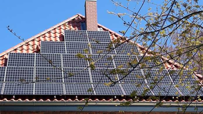 E-Auto auf dem Land: Ein sonniger Platz auf dem Dach