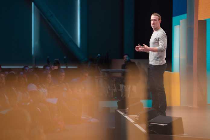 Mark Zuckerberg spricht von Bühne