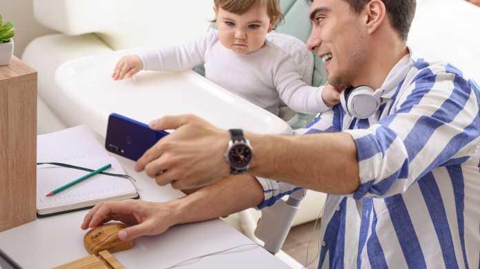 Handyfrei auf dem Spielplatz: Rituale können Eltern helfen