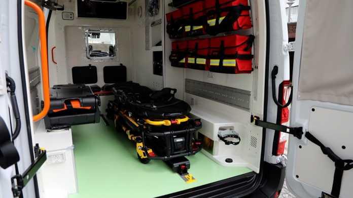 Nissan NV400 E-Rettungswagen auf Basis des Renault Master Z.E.