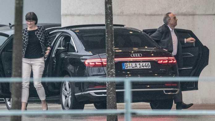 Keine Autokaufprämie für Verbrenner: SPD-Chef wehrt sich gegen Gewerkschafter