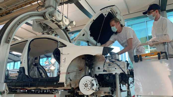 Elektroautos: Werksbesucher können am e-Golf mitschrauben, für 215 Euro Eintritt