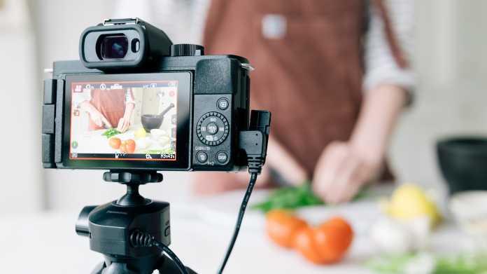 Reist mit vollen Koffern an: die Micro-Four-Thirds-Kamera Panasonic Lumix G110
