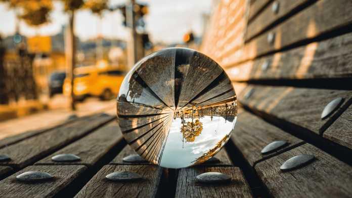 Nachtaufnahmen, Architektur, Lightpainting: Fotografieren mit Glaskugeln