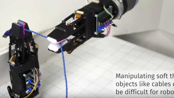 Weiche Roboterfinger hantieren geschickt mit Kabeln