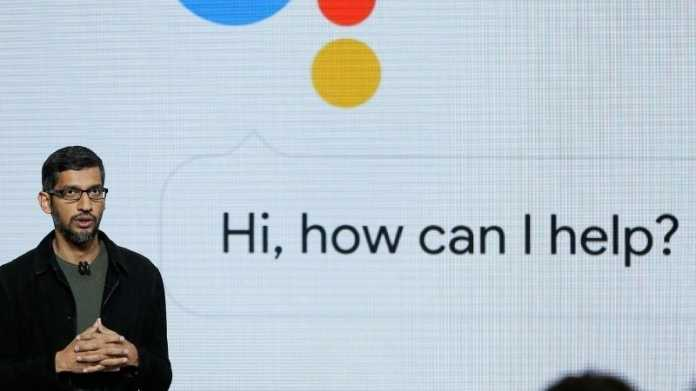 "Sundar Pichai, dahinter Präsentationsfolie ""Hi, how can I help?"""
