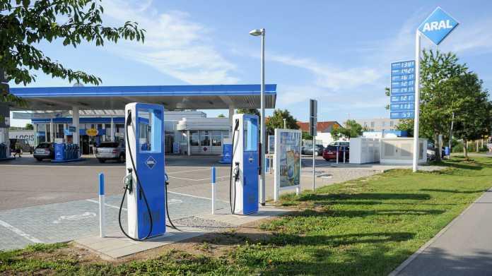 Elektroautos: Aral plant Ultra-Schnellladestationen an seinen Tankstellen