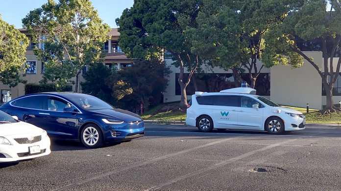 Waymo-Minivan im Straßenverkehr