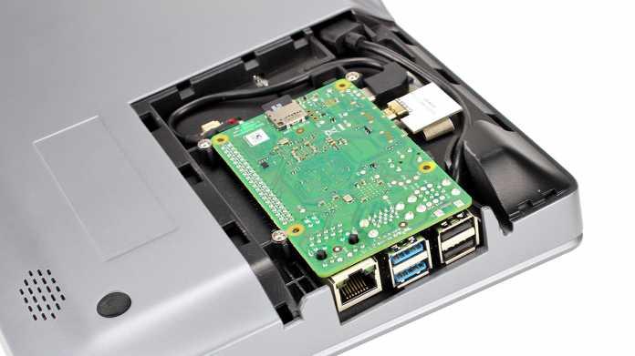 Das Herz des CrowPi 2 ist ein Raspberry Pi 3B oder 4B, der auf der Unterseite des Notebook-Gehäuses eingesetzt wird.