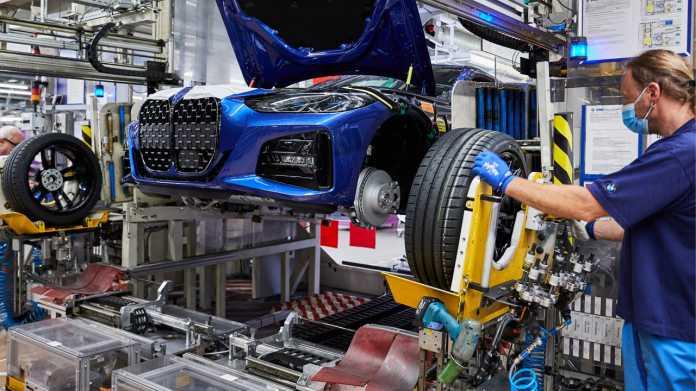 Autoindustrie, weiter im Minus, steigert sich im Juni um 54,7 Prozent zum Mai