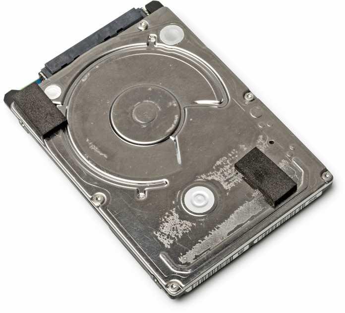 Einen Markenaufkleber trägt die eingebaute Festplatte nicht. Das soll es den Käufern sicher erschweren, der Fälschung auf die Spur zu kommen.