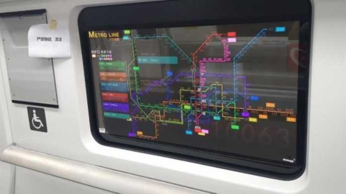 Bildschirm statt Fenster: Transparente Displays in der U-Bahn