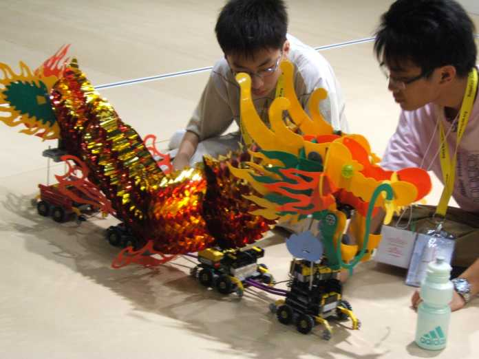 Des créatures fables me réveillent (encore) la vie de robot: Scène de la RoboCup 2005 à Osaka.