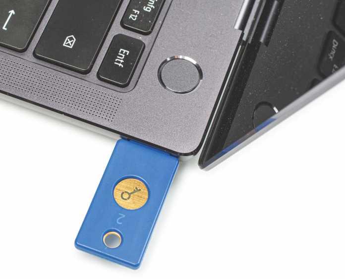 Ein USB-Sicherheitsschlüssel schützt Ihre Online-Accounts – selbst dann noch, wenn der Hacker Ihr Passwort kennt.