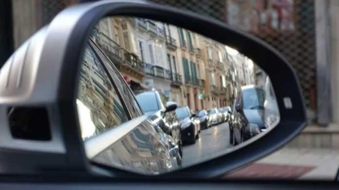 Mehr Autos und ÖPNV, gleichbleibende Straßen- und Schienenkilometer