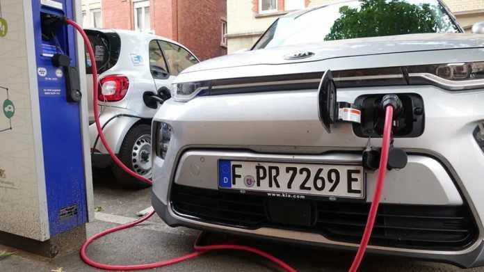"""Neuer EU-""""Klimazielplan"""" heizt Diskussion über Verbrennungsmotoren an"""