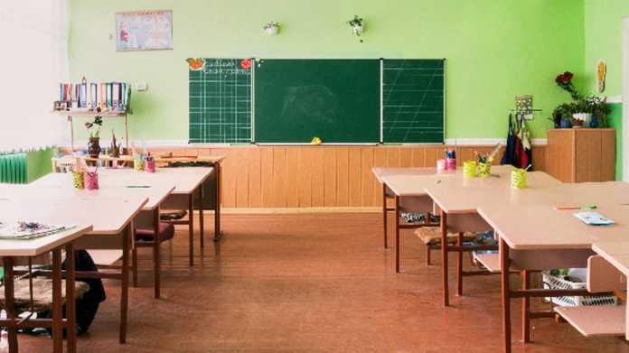 Schulgipfel: Gemeinsame Bildungsplattform und Geld für Admins