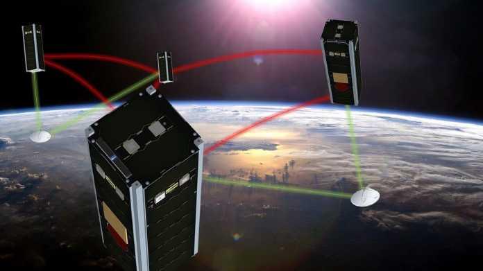 Illustration von vier vernetzten Satelliten