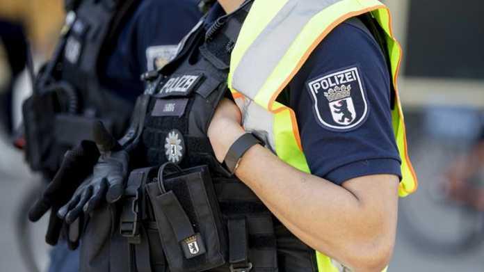 Flüchtlinge als Affen bezeichnet: Rassistische Chats in der Berliner Polizei