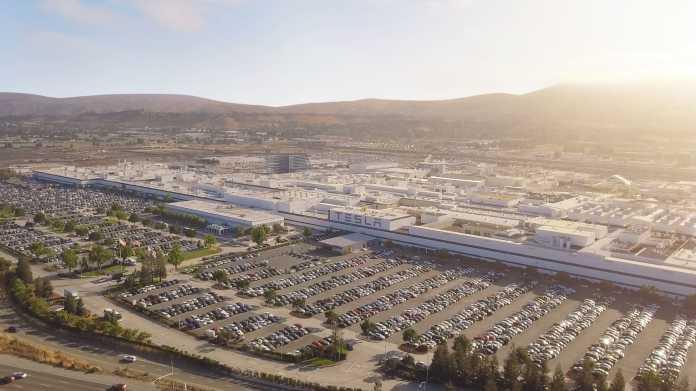 Tesla liefert so viele Elektroautos aus wie nie zuvor