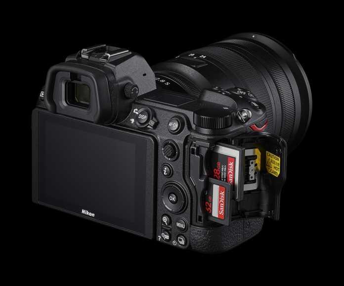 Die beiden neuen Kameras verfügen über zwei Kartenslots: Jeweils einen für XQD/CFexpress und SD-Karten (UHS-II)