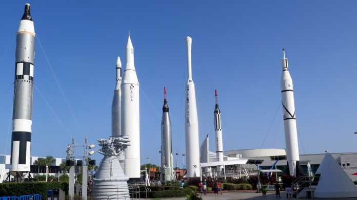 Mehrere aufrechte Raketen